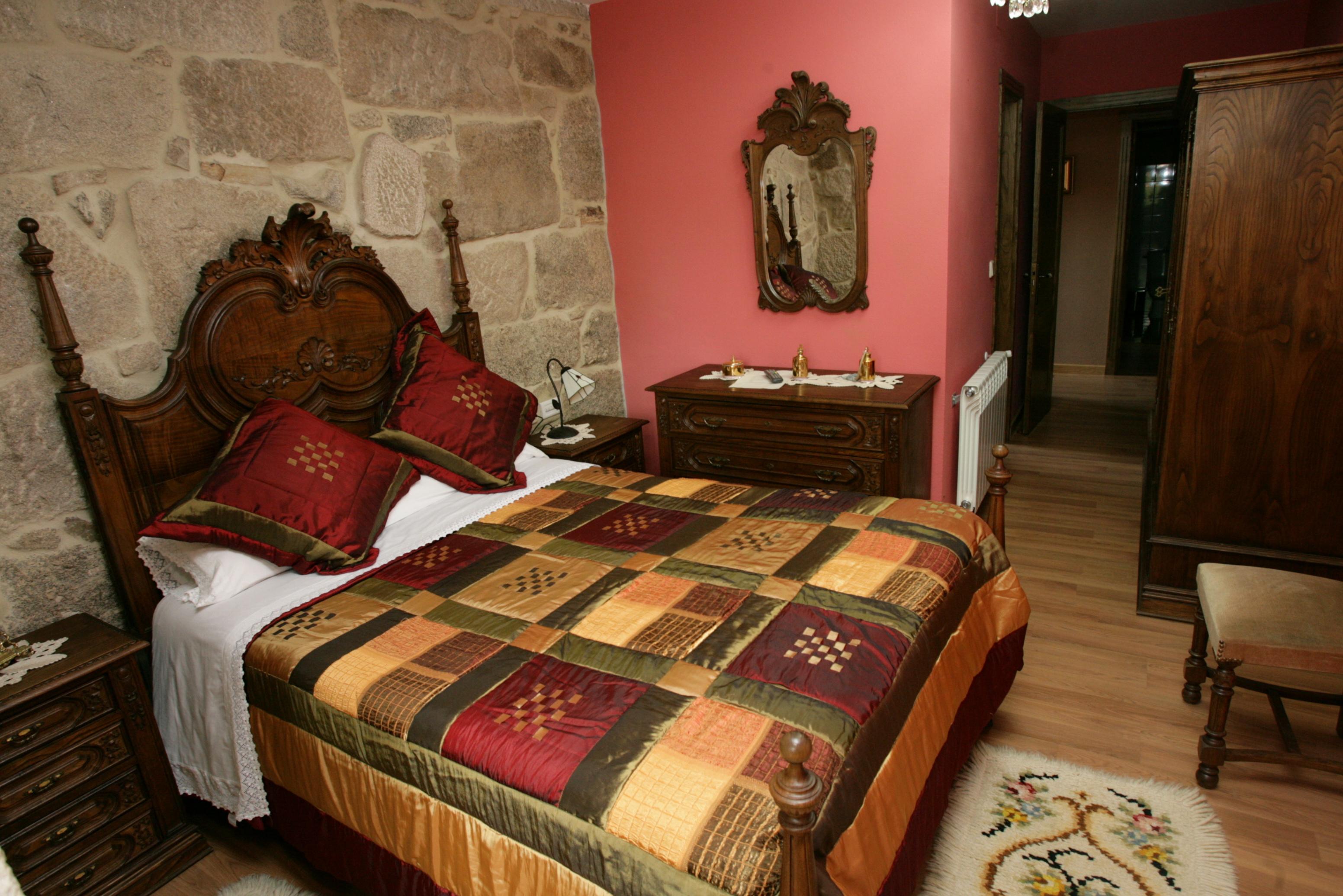 http://pazodeludeiro.com/wp-content/uploads/2015/07/habitación-doble-2c.jpg